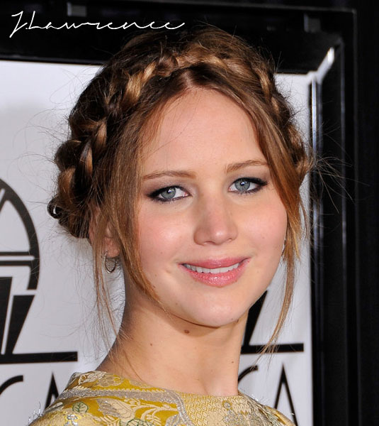 Critics-Choice-Awards-Jennifer-Lawrence-sported-piecey